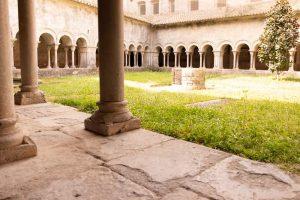 Visita-claustro-romanico-cateral-girona