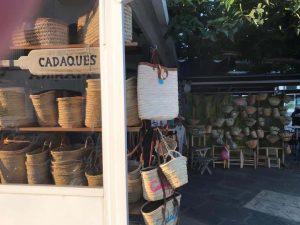 bolsos de playa hechos de mimbre en Cadaqués
