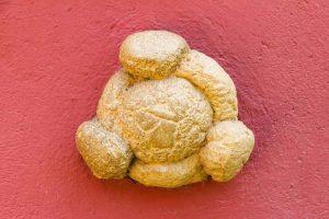 Pan de dali en la fachada del museo Salvador Dalí de Figueras