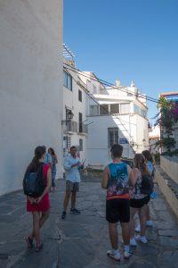 grupo en una visita turística de cadaques