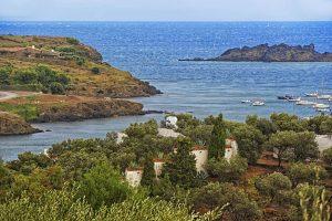 panoramica casa-museo salvador dalí y bahia de port lligat