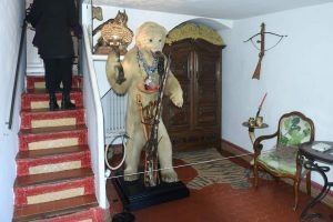 Escultura de un oso en la casa-museo salvador dalí